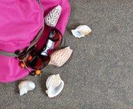 Очистите песок пляжа с аксессуарами летнего времени Стоковое Изображение RF