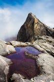 очистьте воду горы стоковая фотография