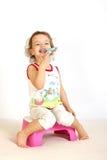 очищает зубы девушки маленькие Стоковые Изображения