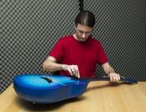 Очищать гитару стоковые фото
