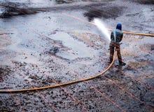 Очищать грязь на дне пруда стоковые изображения