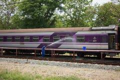 Очищая поезд трассы Бангкока и Chiangmai Стоковое фото RF
