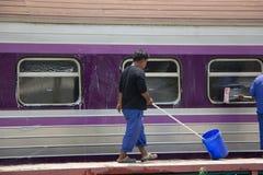 Очищая поезд трассы Бангкока и Chiangmai Стоковое Изображение RF