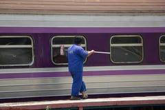 Очищая поезд трассы Бангкока и Chiangmai Стоковые Изображения