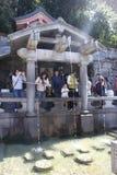Очищение в Kiyomizu-dera - Киото стоковое фото