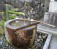 очищение изображения фонтана японское стоковое фото rf