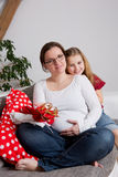 дочь ее беременная женщина Стоковое фото RF