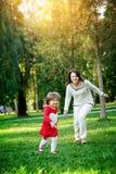 дочь ее игры мамы Стоковое Фото