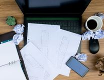 Ошибка дела на бумаге рабочего документа стола Стоковая Фотография RF