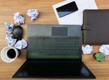 Ошибка дела на бумаге рабочего документа стола Стоковые Изображения