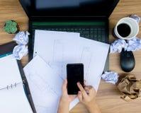 Ошибка дела на бумаге рабочего документа стола Стоковые Фото