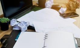 Ошибка дела на бумаге рабочего документа стола Стоковое фото RF
