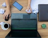 Ошибка дела на бумаге рабочего документа стола Стоковое Изображение RF