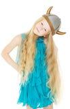 Оягнитесь девушка в шлеме Викинга с длинными волосами Стоковое Изображение