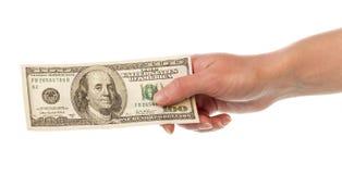 100 долларовых банкнот в женской руке изолированной на белизне Стоковое Изображение