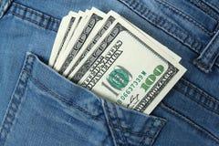 100 долларовых банкнот в карманн джинсов Стоковая Фотография