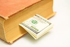 100 долларовых банкнот в книге Стоковое фото RF
