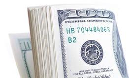 100 долларовых банкнот, изолированных на белизне Стоковое Фото