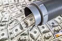 100 долларовых банкнот из труб Стоковые Фотографии RF