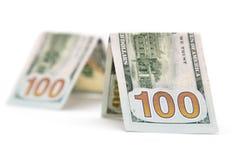 100 долларовых банкнот на белой предпосылке Стоковое Фото