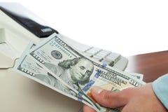 100 долларовых банкнот на кассовых аппаратах Стоковое Фото
