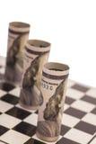100 долларовых банкнот на шахматной доске Стоковая Фотография RF