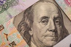 100 долларовых банкнот окруженных китайскими юанями Стоковая Фотография RF