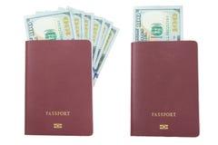 100 долларовых банкнот прикрывают изолированный пасспорт, Стоковая Фотография RF