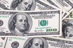 100 долларовых банкнот для предпосылки Стоковое фото RF