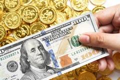 100 долларов в наличии и монетки Стоковое Изображение RF