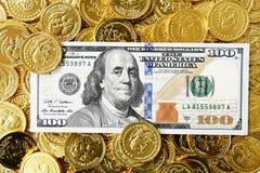 100 долларов в наличии и монетки Стоковая Фотография RF