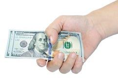 100 долларов в руке. Стоковое Изображение RF