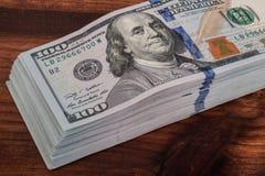 100 долларов изолированных банкнот Стоковые Изображения RF
