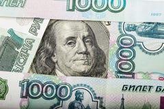 100 долларов и русских банкноты Стоковые Фото