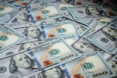 100 долларов кучи как предпосылка Стоковая Фотография RF
