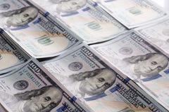 100 долларов кучи как предпосылка Стоковое Изображение RF