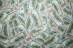 100 долларов кучи как предпосылка Стоковое фото RF