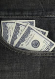 100 долларов получает внутри карманн наличными Стоковое Изображение RF