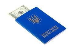 100 долларов проинвестированных в пасспорте Стоковые Фото