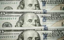100 долларов счетов стоя в ряд Стоковая Фотография