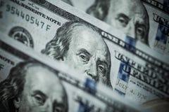 100 долларов счетов стоя в ряд Стоковое Фото