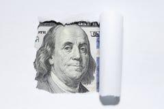 100 долларов через сорванную белую бумагу. Стоковое Фото