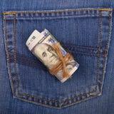 100-доллар представляет счет свернутый и связанный с веревочкой на backgrou Стоковое Изображение RF