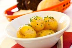 о близко гарнируйте картошки вверх стоковые изображения