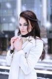 одевает девушку теплую Стоковое Изображение