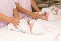 Одевать куклы младенца Стоковые Фотографии RF