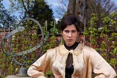 Одежда, вал и солнечные часы женщины викторианские в th Стоковое Фото