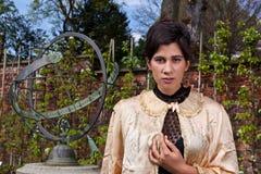Одежда, вал и солнечные часы женщины викторианские в th Стоковые Фото