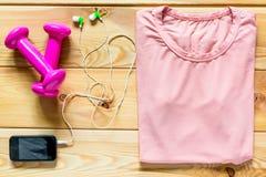 Одежда и гантели для спорт Стоковые Фото