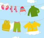 Одежда младенца на зажимке для белья иллюстрация штока